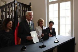 20130711-Unterzeichung-Koalition-gegen-Diskriminierung-